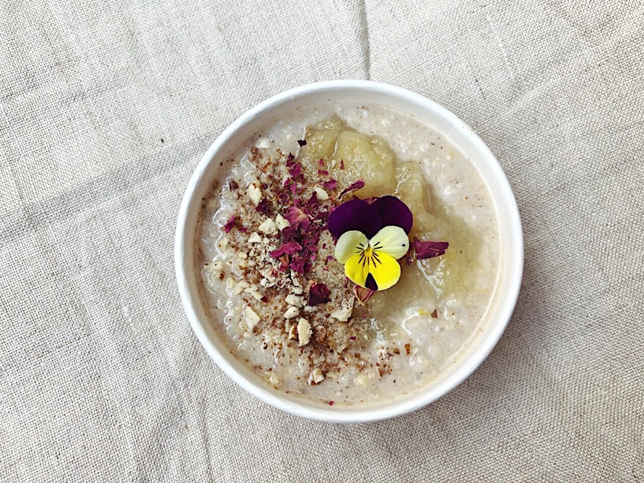 cafe-susann-kaiserslautern-ayurvedisches-naturreisporridge-apfelmus-mandeln-glutenfrei